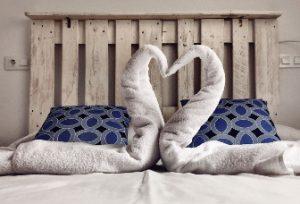 Detalle decorativo patos hechos con toallas